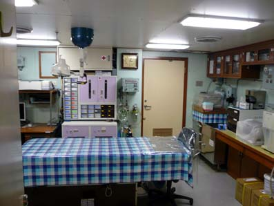 砕氷船しらせ医務室