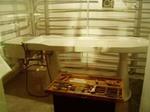 陶器でできた昔の解剖台
