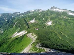 山の稜線に建つ山岳診療所【サマーレスキュー】
